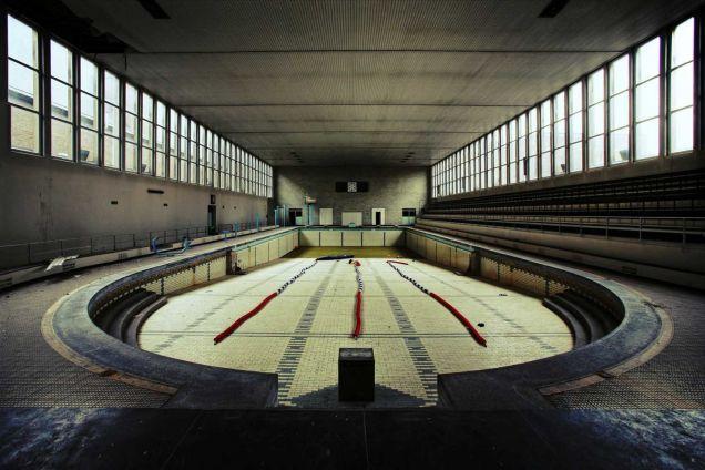 Foto 1920 39 S Swimmingpool Van Pippakillinova