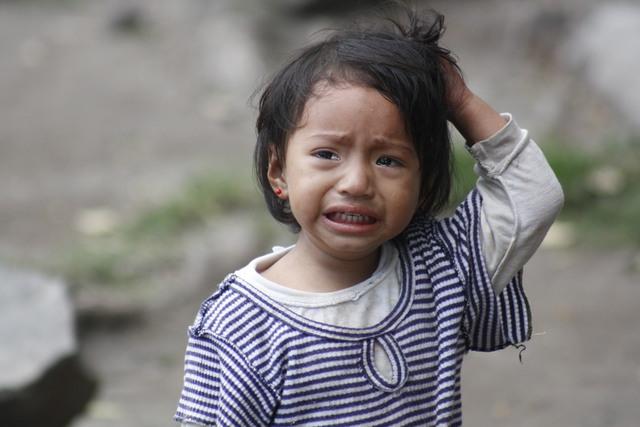 Foto huilende klein meisje in guatemala van karretjelijn - Foto slaapkamer klein meisje ...