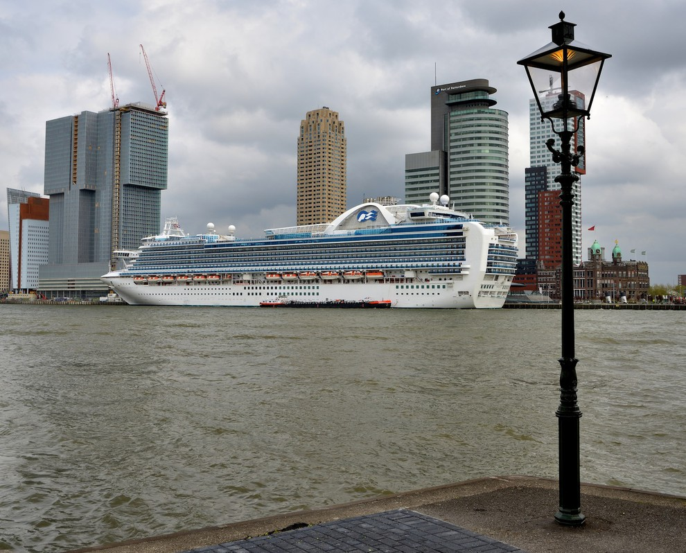 Foto cruise terminal rotterdam van arnowel for De lantaarn rotterdam