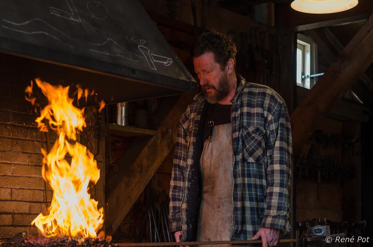 Foto je moet ijzer smeden als het heet is van enertop - Smeden van ijzeren ...