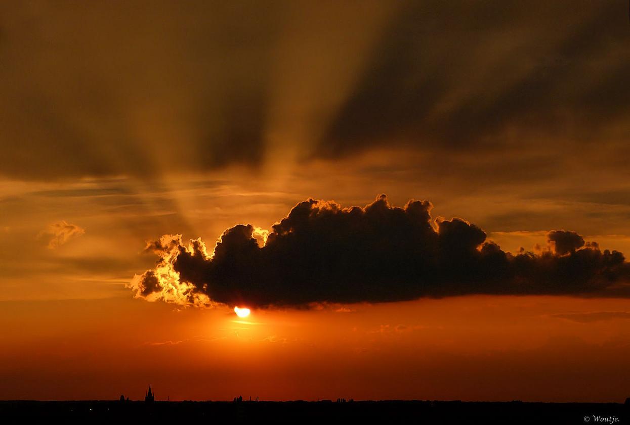 Foto achter de wolken schijnt altijd de zon van woutje1944 - Doek voor de zon ...