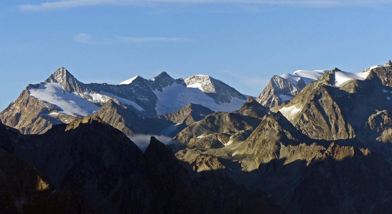 Foto uitzicht op de zwitserse bergen van ambergham - Uitzicht op de tuinman ...