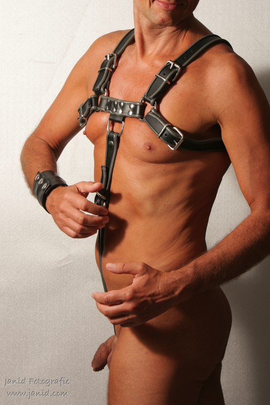 Foto Male in body harness door janid