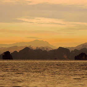 Foto Twilight at Halong Bay door Qpic