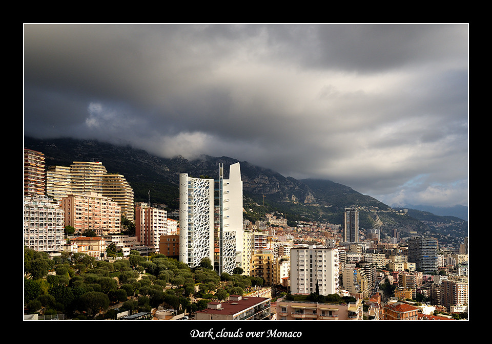 Foto Dark clouds over Monaco door Qpic