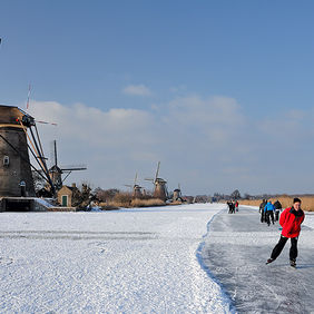 Foto Fun on the ice in Kinderdijk door Qpic