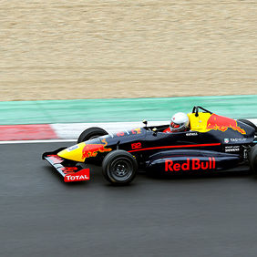 Foto Red Bull - Total door Qpic